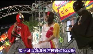 The boys are then actually presented onstage in lieu of the missing designers together with Ryo as they explain their design concepts for the dress and makeup. LOL when they appeared in their Power Ranger suits I just died laughing because obviously they didn't want their real identities uncovered still...