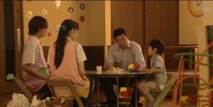 Asuka, Ryo, Kid's Dad and Kid sitting at the child care centre eating Asuka's deliciously-made pancakes. (Man, those pancakes are GIRLY)