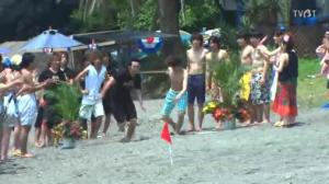 3 races: first up - was supposed to be Juta LOL but when he quaked upon seeing his competitor, Hajime stepped in instead and won (man, I'm seriously starting to think Hajime is kinda cool in his own quirky, psychotic way), second was Yamato vs SD Waiter No. 1 and unfortunately the poor boy was shoved in the sand again and lost (and was once again screamed at by Juta's younger sister).